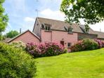 THE SHIPPEN, family-friendly, over two floors, woodburner, shared outdoor heated swimming pool, near Cardigan, Ref 920386
