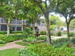 Charming Condo With Beautiful Courtyard & Blooming Flowers