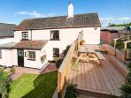 ROSE COTTAGE, pet-friendly, sea views, 1 min walk to beach, link-detached cottage in Blue Anchor, Ref. 924216