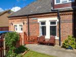 THE STATION MASTER'S OFFICE studio accommodation, close to amenities, WiFi in Loftus Ref 922557