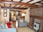 Perfect location, sleeps 4, private parking, Cosy.