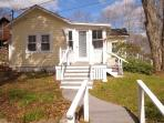 MAINELY PLEASANT | BOOTHBAY HARBOR | IN-TOWN GET-A-WAY | COUPLE`S RETREAT | WALK TO TOWN