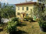 Southern Tuscan farmhouse for 4 nestled in large garden – walk to village, 1h from Siena