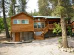 Chestnut Lodge is a lovely single level 4 bedroom 3 bath spacious cabin.