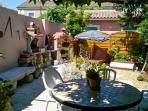 Charming 2-bedroom village house in Châteaurenard, just south of Avignon, with garden and terrace