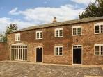 THE COACH HOUSE, semi-detached, WiFi, ground floor en-suite wet room, in Hill Ridware, Ref 925354