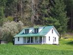 'COUNTRY CLASSIC' Quaint Farm House -170 Acres On The Banks of The New River!