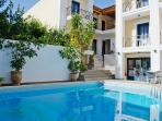 5 beds Apartment with pool 50m from the beach.