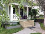 Downtown Mt Shasta Charming Vintage Bungalow