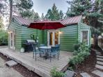 Convenient cottage near trails and town!
