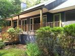 Charming waterfront chalet - whisper quiet!