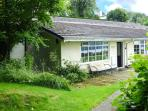 LAKE VIEW COTTAGE, terraced bungalow, close to lake, parking, in Windermere, Ref 921664