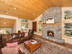 Spacious, well located, hot tub, steps away from Paige Meadows Trailhead