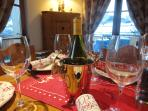 Chalet ~Champêtre is fully equipped for elegant dining in