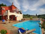 A charming luxury with private pool villa, near to Panormos beach , into a  forest , for 2 famillies