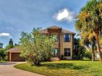 Gorgeous 3BR Apollo Beach House w/Wifi, Private Enclosed Pool, Hot Tub & Boat Lift/Dock on Canal - Kayaks Included! Near Awesome Restaurants, Golf & Much More