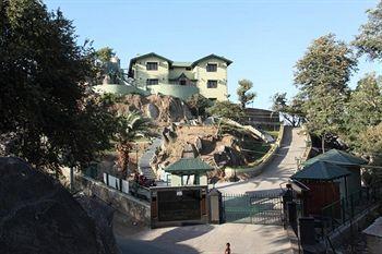 The Colonial - Manek Manor