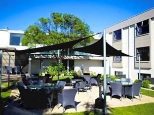 The Devon Hotel & Conference Center