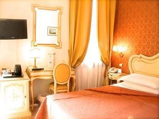 阿帕斯托利皇宮酒店