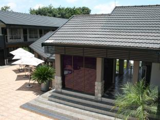 Africa Centre Airport Leisure Hotel & Guest Lodge