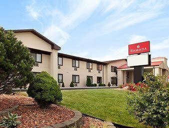 Baymnont Inn & Suites Waukesha