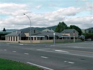 Brightwater Motor Inn