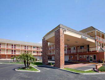 Days Inn & Suites Fountain Valley/Huntington Beach