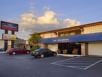 Howard Johnson Hotel - Tampa Airport/Stadium