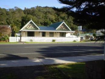Beach Motel & Cabins