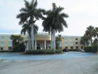 La Quinta Inn & Suites Naples Downtown