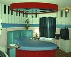 Hollywood Inn & Suites