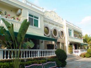Fenghuang Ten Room Hostel
