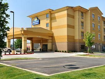 Days Inn & Suites Russellville
