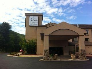 Smoky Mountain Inn & Suites
