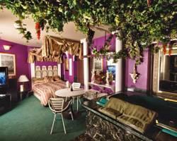Mariaggi's Theme Suites Hotel