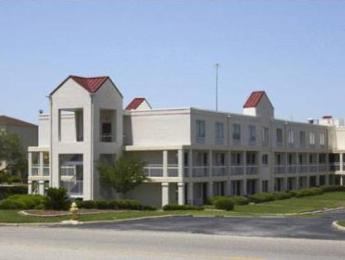 Quality Roof Inn Montgomery