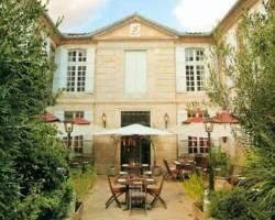 Les Trois Lys Hotel Restaurant