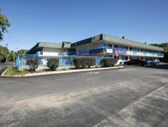 Americas Best Value Inn & Suites-Walker/Grand Rapids North