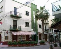 Maltese Cross Hotel