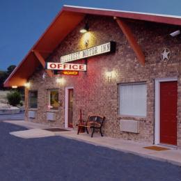 Hillcrest Motor Inn