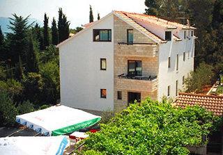 Maca Apartments