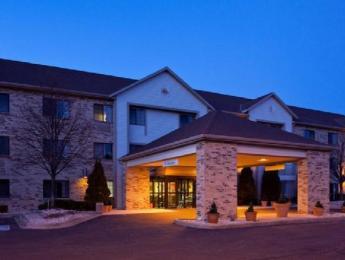 La Quinta Inn & Suites Milwaukee Delafield