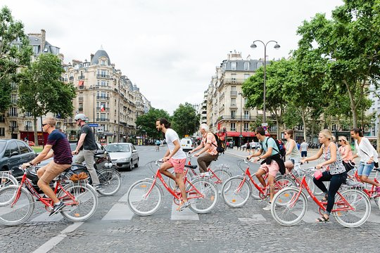 Paris Sightseeing Guided Bike Tour