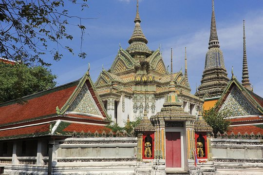 Guide to Bangkoks Famous Monuments (Discover Thailand's Miracles Book 24)