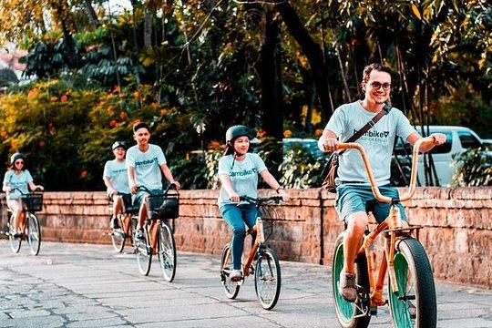 竹のバイクで歴史的な城壁のあるマニラの街を回ってみよう! 2.5時間のガイド付自転車ツアーは、イントラムロス内の主要な歴史的・文化的8 - 10の場所を通ります。ツアーは約5〜10人の小規模なグループで行われます(最大15人まで)。当社の特徴的なLigtasin Coveビーチクルーザー、ビクトリアシティバイク、Bambikeのユニークな他のBambikeデザインを含む幅広い種類のBambikeデザインから選択してください。