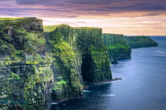 Aran Islands, Cliffs of Moher & Cliff Cruise tour from Galway. Guided. Full day