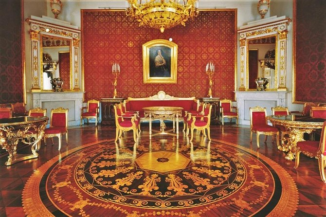 Private 3-Hour Aristocratic Yusupov Palace Walking Tour with Expert Guide