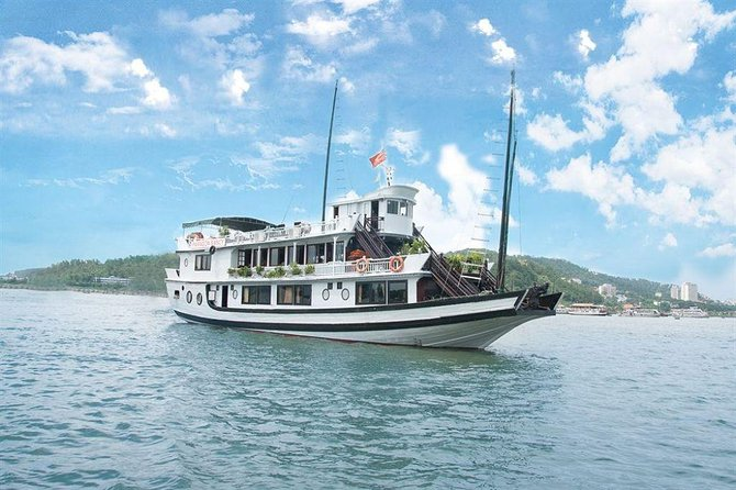 Halong Bay 2-Day Deluxe Cruise Tour including Kayaking and Cooking Demonstration