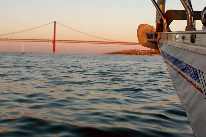 2 Hour Lisbon Sunset and Wine Sailing Tour