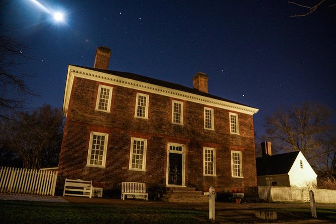 Small-Group Tour: Ultimate Williamsburg Ghost Tour